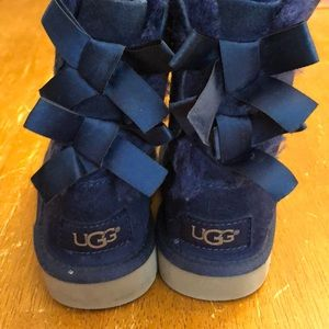 Ugg Bailey Bow Navy size 7 toddler